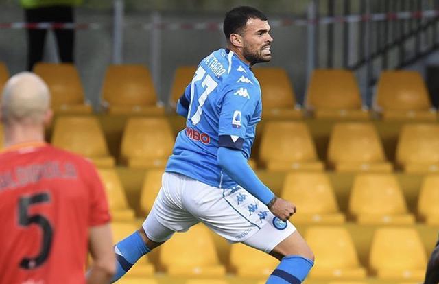 Andrea Petagna esulta dopo aver realizzato il 2-1 del Napoli contro il Benevento (Profilo social Napoli)