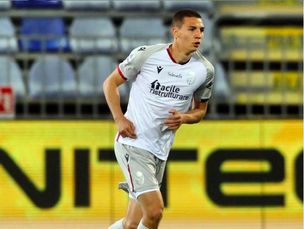 Valentin Antov in campo contro il Cagliari (ph. bolognafc.it)