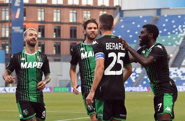 I giocatori del Sassuolo esultano dopo il gol al Lecce (ph. Twitter Us Sassuolo Official)