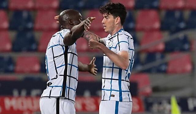 Romelu Lukaku e Alessandro Bastoni esultano in Bologna-Inter 0-1 (Profilo social Inter)