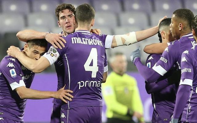 Dusan Vlahovic esulta coi compagni in Fiorentina-Cagliari 1-0 (Profilo social Fiorentina)