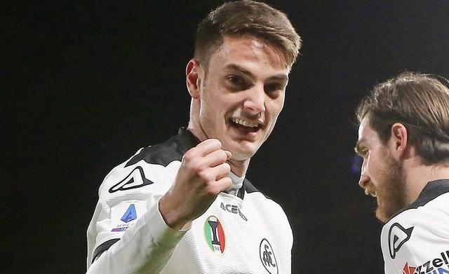 Giulio Maggiore esulta in Spezia-Milan 2-0 (Profilo social Spezia)