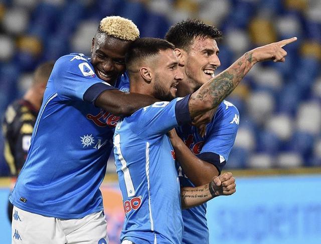 Matteo Politano esulta con i compagni in Napoli-Genoa 6-0 (Profilo social SSC Napoli)