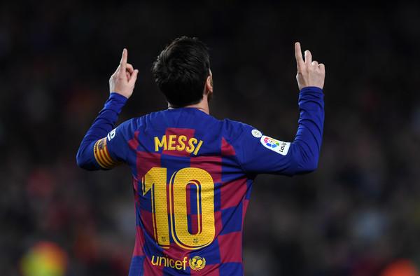 Lionel Messi esulta con la maglia del Barcellona (Zimbio)