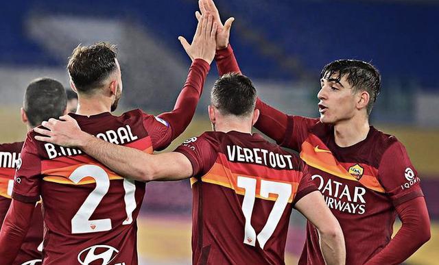 I giocatori della Roma esultano (profilo social Roma)