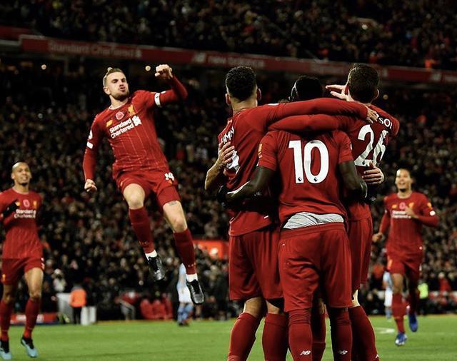 I giocatori del Liverpool esultano (Profilo social club)