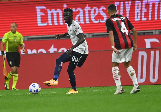 Musa Barrow in azione contro il Milan (ph. Official Twitter Bologna Fc 1909)