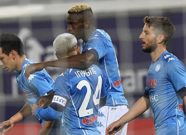 Victor Osimhen esulta con i compagni dopo il gol vittoria realizzato contro il Bologna (Profilo social Lorenzo Insigne)