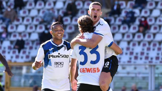 Hateboer festeggiato dopo la rete al Torino (Official Twitter Atalanta BC)