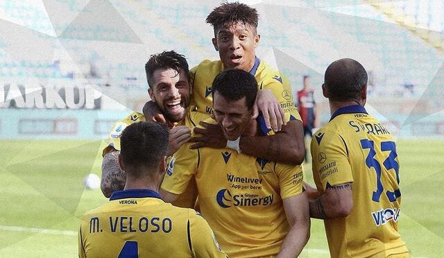 Kevin Lasagna esulta con i compagni in Cagliari-Hellas Verona 0-2 (profilo social Verona)