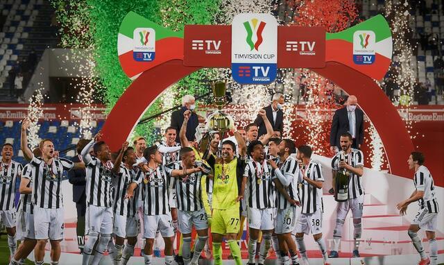 I giocatori della Juventus festeggiano la vittoria della Coppa Italia (ph social)