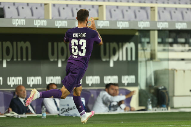 Patrick Cutrone esulta dopo la rete al Torino (ph. Twitter Acf Fiorentina Official)