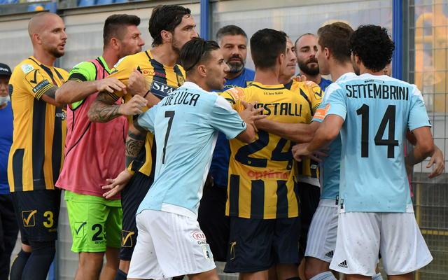 La lite a fine gara tra Juve Stabia-Virtus Entella (Ph. Twitter)