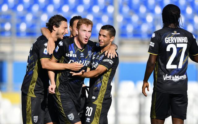 Kulusevski festeggia il gol al Brescia (ph. Twitter Parma Calcio Official)