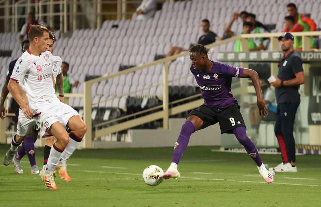 Kouame in azione contro il Cagliari (ph. Twitter Acf Fiorentina Official)