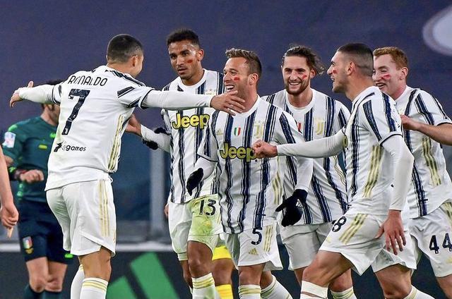 Cristiano Ronaldo esulta con i compagni in Juventus-Cagliari 2-0 (Profilo social CR7)