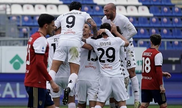 I ragazzi di Filippo Inzaghi esultano in Cagliari-Benevento 1-2 (Profilo social Benevento)