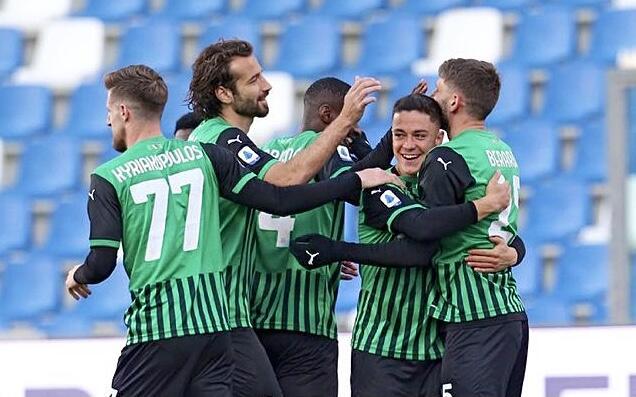 I ragazzi di De Zerbi esultano in Sassuolo-Fiorentina 3-1 (Profilo social Sassuolo)