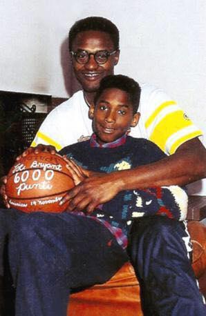 Kobe Bryant assieme al padre Joe, ex giocatore della Pallacanestro Reggiana