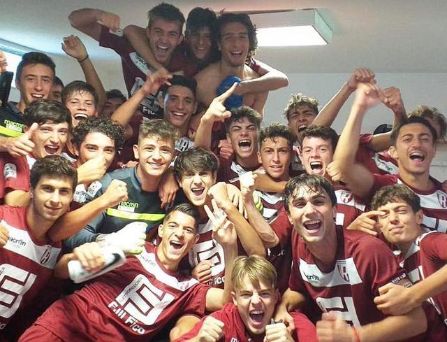 La gioia della squadra Beretti dopo la vittoria sul campo del Cesena