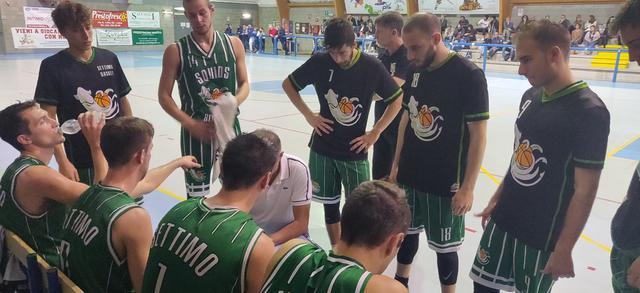 minuto di sospensione tra settimo basket e luino