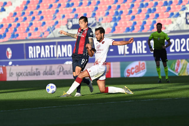 Federico Santander in azione contro la Reggina (ph. bolognafc.it)