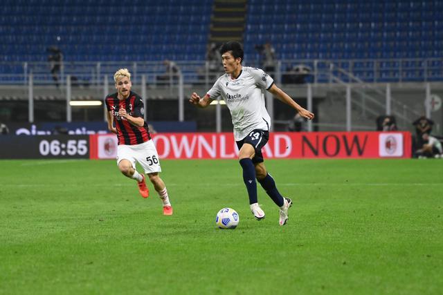 Takehiro Tomiysau in azione contro il Milan (ph. bolognafc.it)