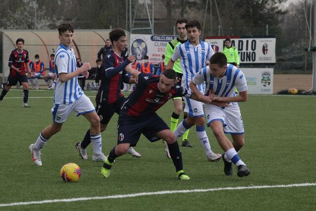 Ravaglioli, attaccante dell'Under 15 in azione contro il Pescara (Foto: Bologna FC)