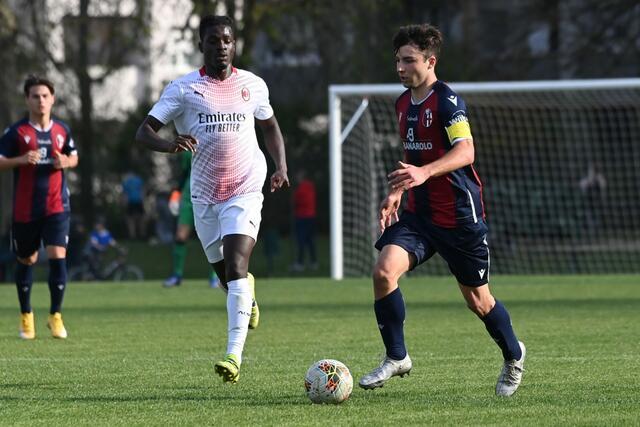 Il centrocampista del Bologna Under 17 Jacopo Casadei, in azione contro il Milan (Foto: Bologna FC)
