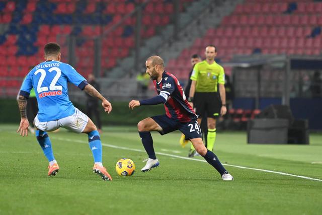 Rodrigo Palacio in azione contro il Napoli (ph. bolognafc.it)