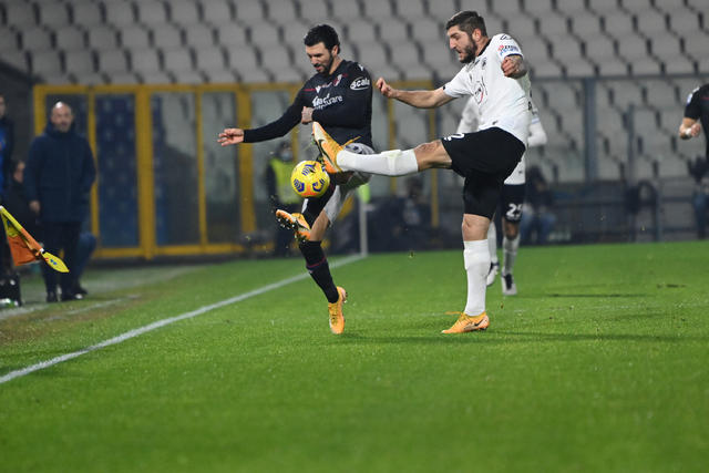 Roberto Soriano in azione contro lo Spezia (ph. bolognafc.it)