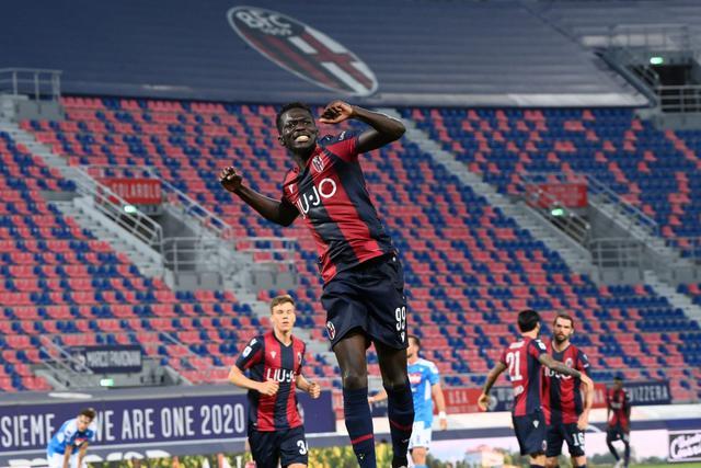 Musa Barrow esulta dopo il gol al Napoli (ph. bolognafc.it)