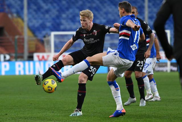 Jerdy Schouten in azione contro la Sampdoria (ph. bolgnafc.it)