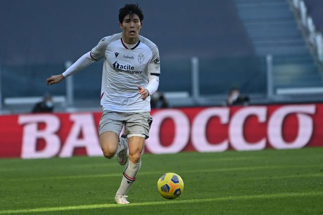 Takehiro Tomiyasu in azione contro la Juventus (ph. bolognaf.it)