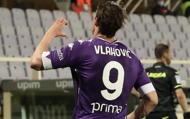 Dusan Vlahovic esulta in Fiorentina-Lazio 2-0 (Profilo social Fiorentina)
