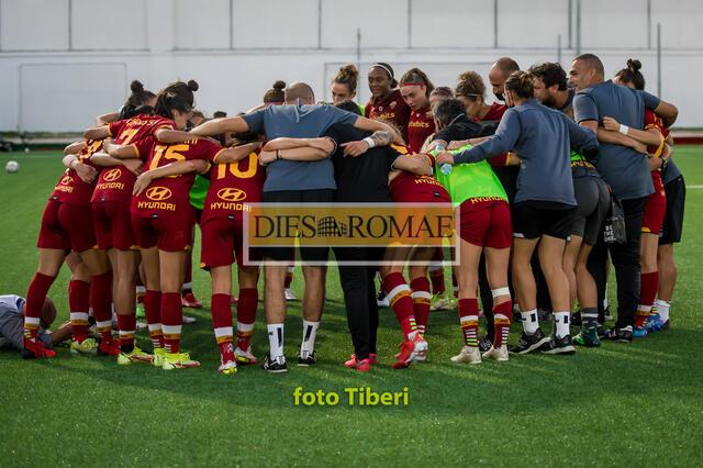 Esultanza dell'AS Roma Femminile