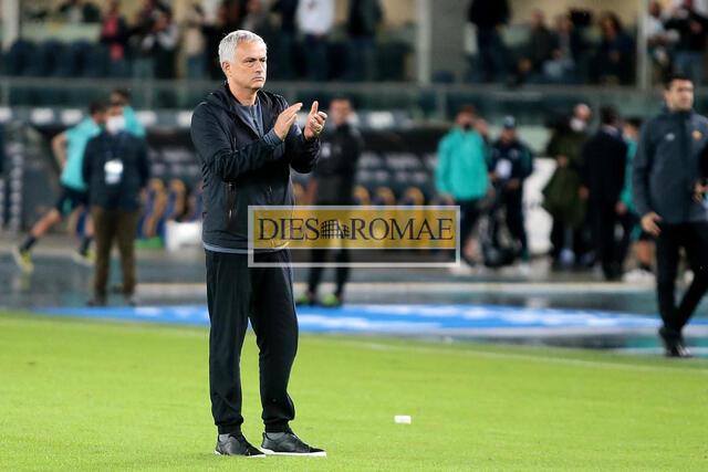 Jose Mourinho saluta i tifosi (photo Bertea)